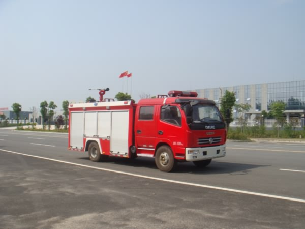 东风多利卡国五水罐消防车